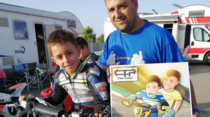 Ilustración personalizada - Padre e hijo sobre ruedas - Caricatura Personalizada - www.tuvidaencomic.com - BEN - TESTIMONIO 1